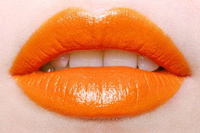 Il rossetto arancione: come e a chi