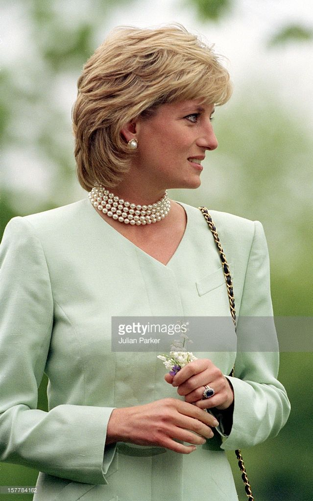 June 4, 1996 - Princess Diana visited The Northwestern University in Chicago