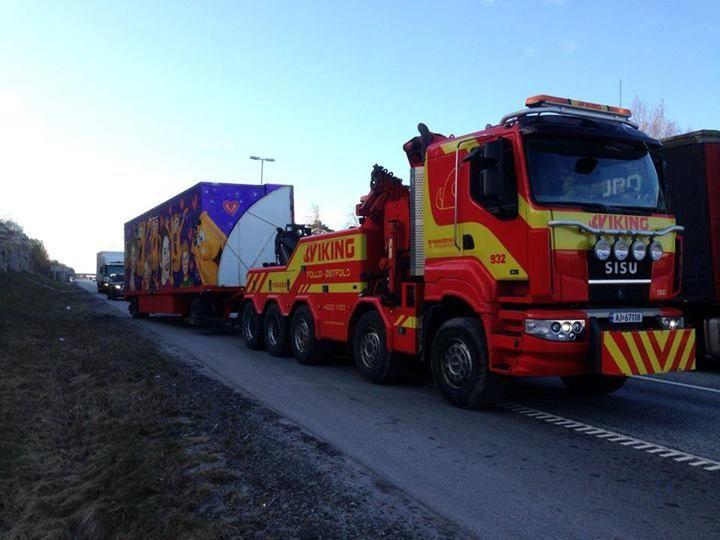 SISU tow wrecker truck on duty