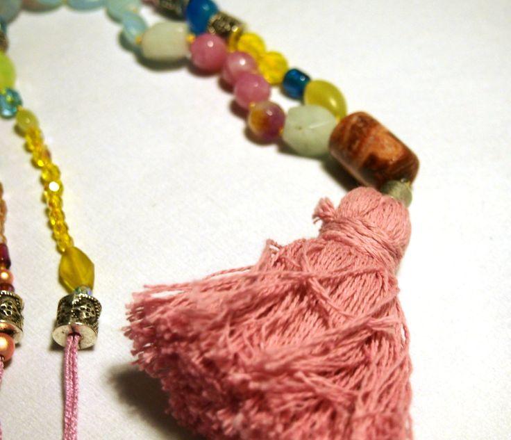 Collar largo de piedras naturales y cristales de colores de Malespintes en Etsy