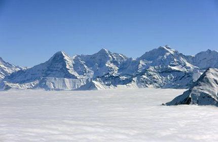 montagnes enneigées, hiver, belle monde blanc, roche, ciel bleu
