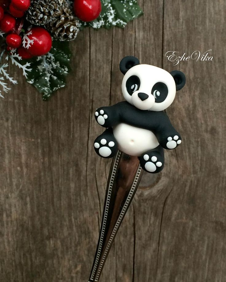 «Панда на чайной ложке. #полимернаяглина #вкусныеложки #панда #подарокребёнку #polimerclay #handmade #ручнаяработа #липецк #ezhevika_lyu»
