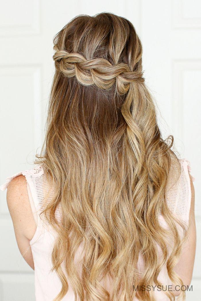 Wellige Dunkelblonde Haare Zopfkranz Selber Flechten Schicke Frisur Fur Jeden Tag Fertig In 10 Minuten Flechtfrisuren Geflochtene Haare Haar Styling