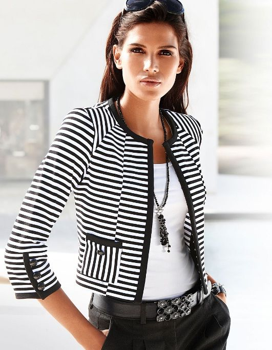 Great details on the striped jacket. Love the choice on necklace and belt.                                                                                                                                                                                 Mais