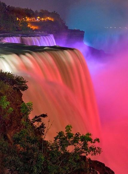 I love Niagra Falls at night