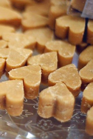 Scottish fudge is a sure way to keep your guests sweet! And with romantic-heart shaped fudge your favours can look as good as they taste too, as seen on BridesMagazine.co.uk (BridesMagazine.co.uk).
