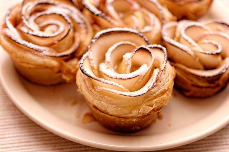 Rosen aus Blätterteig und Apfel - Mit diesen wunderschönen Rosen aus feinen Apfelscheiben und zartem Blätterteig beeindrucken Sie garantiert jeden Gast an Ihrer Kaffeetafel.