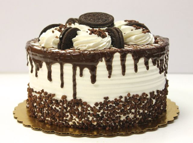 Grab a fork and get ready to enjoy a sweet bite! #oreocake #carlosbakery