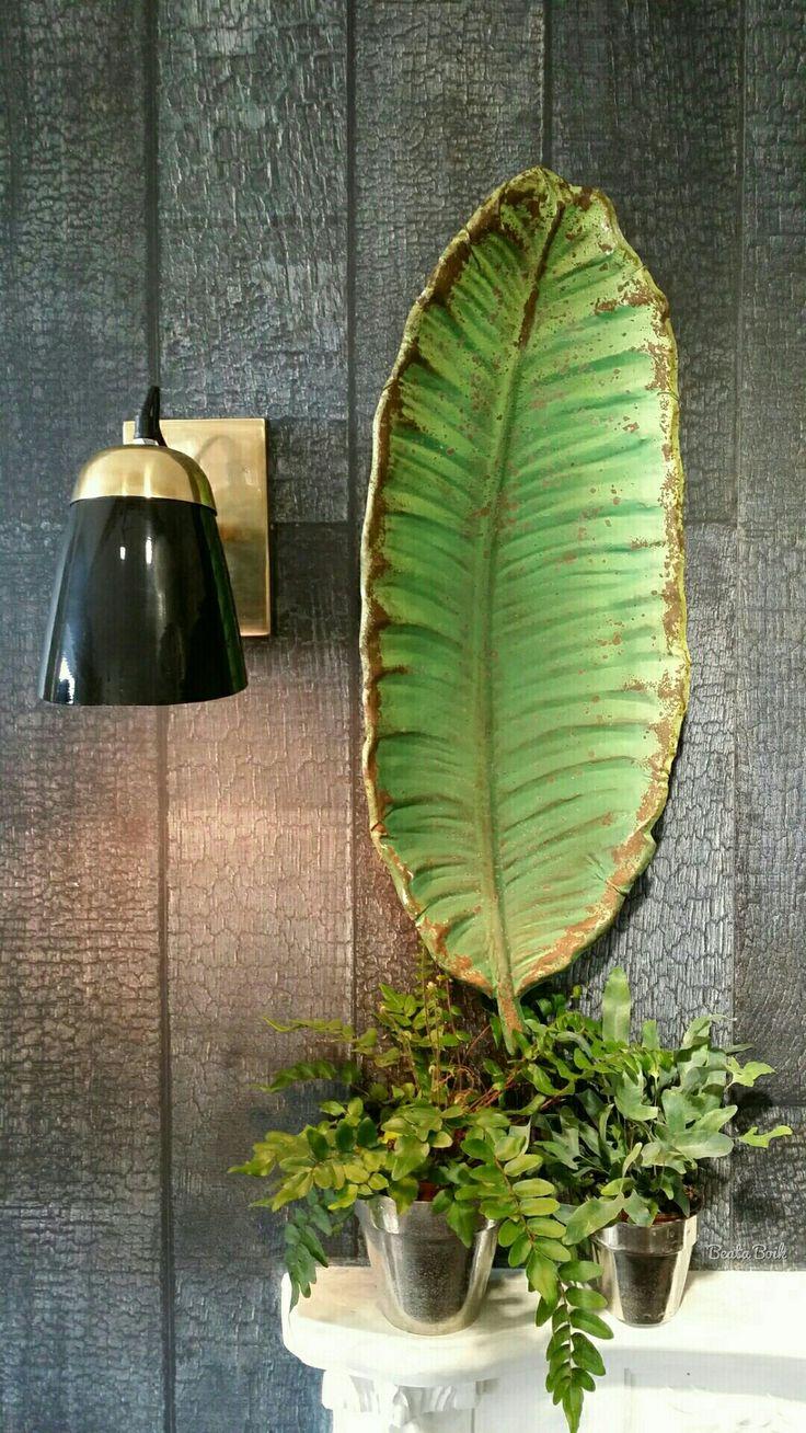 Banana leaf jako dekoracja ścienna i patera na stół