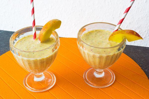 die besten 25 pfirsich milchshake ideen auf pinterest gesunder pfirsich smoothie protein. Black Bedroom Furniture Sets. Home Design Ideas