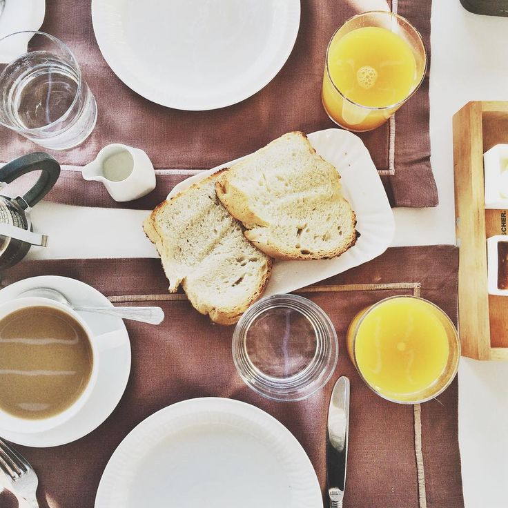 Fresh juice and hot coffee! What's better? #AnemiHotel #Breakfast #Folegandros Photo credits: @rambleandwolf