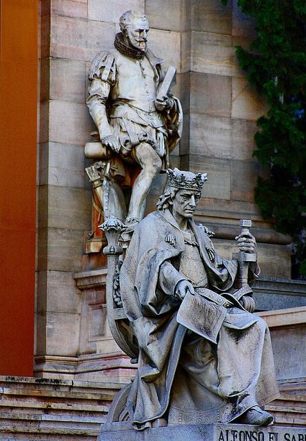 Alfonso X el Sabio y Cervantes. BNE. Paseo Recoletos. Madrid
