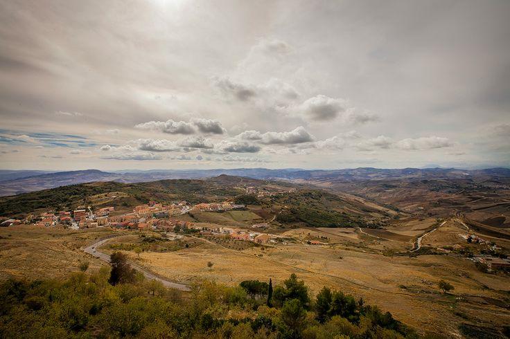Villaggio Cerasella, Immerso nel verde e nella tranquillità del Parco delle Madonie, a due km dal comune di Petralia Soprana, il Villaggio Cerasella è un complesso storico di grande fascino e bellezza...