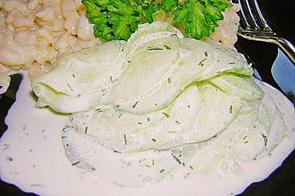 Gurkensalat mit Schmanddressing, ein beliebtes Rezept aus der Kategorie Gemüse. Bewertungen: 38. Durchschnitt: Ø 4,1.