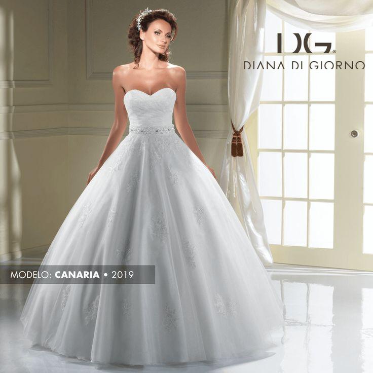 Si eres una mujer de poco busto te recomendamos utilizar un vestido con escote de corazón; este tipo de escote genera una ilusión óptico en tu pecho, haciendo que se vea más dotado.