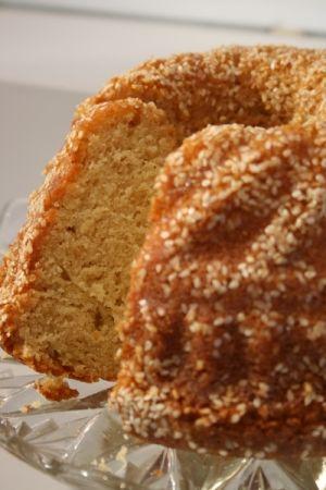 עוגת טחינה של קארין גורן  השתמשתי בכוס ורבע קמח מלא, שלושת רבעי כוס קמח רגיל, כוס סוכר ועוד סטיביה במקום שאר הסוכר, בתמצית וניל במקום סוכר וניל. יצא טעים מאוד
