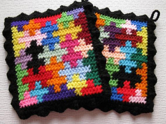 Puzzle pot holders - use up tiny scraps of cotton yarn  #crochet #puzzle_pattern #potholder