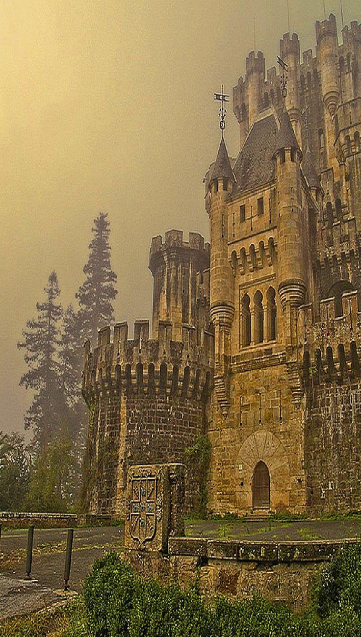 *Castillo de Butrón* en Vizcaya, España. Es un edificio de origen medieval ubicado en el término municipal de Gatica, en la provincia de Vizcaya, España. Se remontan a la Edad Media, cuando existía en el lugar la casa-torre del linaje de los Butrón, tiene paralelismos con los castillos bávaros del siglo XIX. Construido en el siglo XIX.