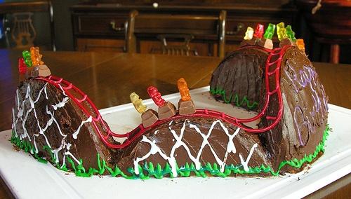 Roller Coaster Cake-cool cake :)