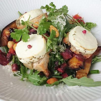 FOOD BY SKADBORG SVARE: Salat med gratineret gedeost, peberbacon, bitre sa...