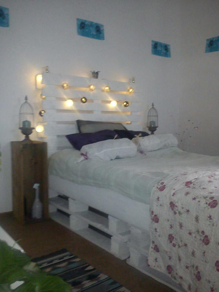 Min säng som jag har gjort av pall.