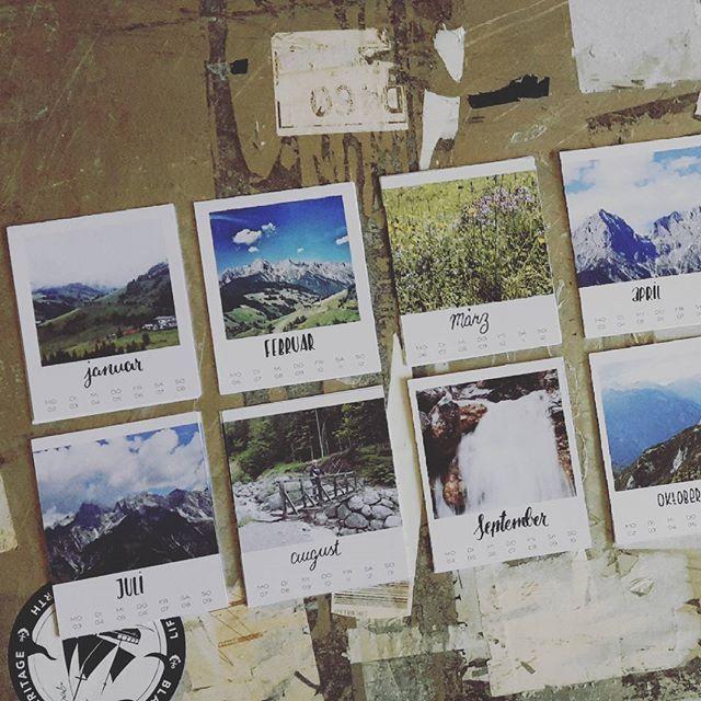 #xmas2016 - 12x monatslettering. #geschenke #kalender #wochenkalender #fotos #diy #selbermachen #stepp3 #lettering #brushlettering #handlettering #typography #letterattack inspired by @frauhoelle & @rabenhannah #52wochenösterreich #365austria #1jahrvollerurlaubserinnerungen #fuerpapa #weihnachten #earlybird @salzburgerland @discoveraustria @visitaustria @365austria @made.in.austria.official by me | @svenjaharder | #svenjalovinghamburg