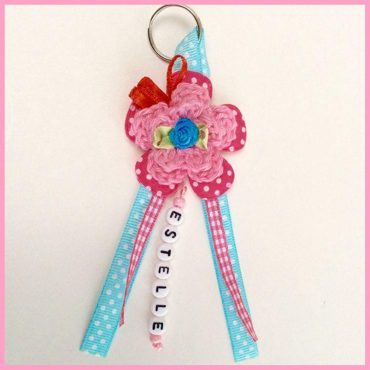 Vrolijke sleutelhanger voor geboorte meisje.    (Juf Saartje)