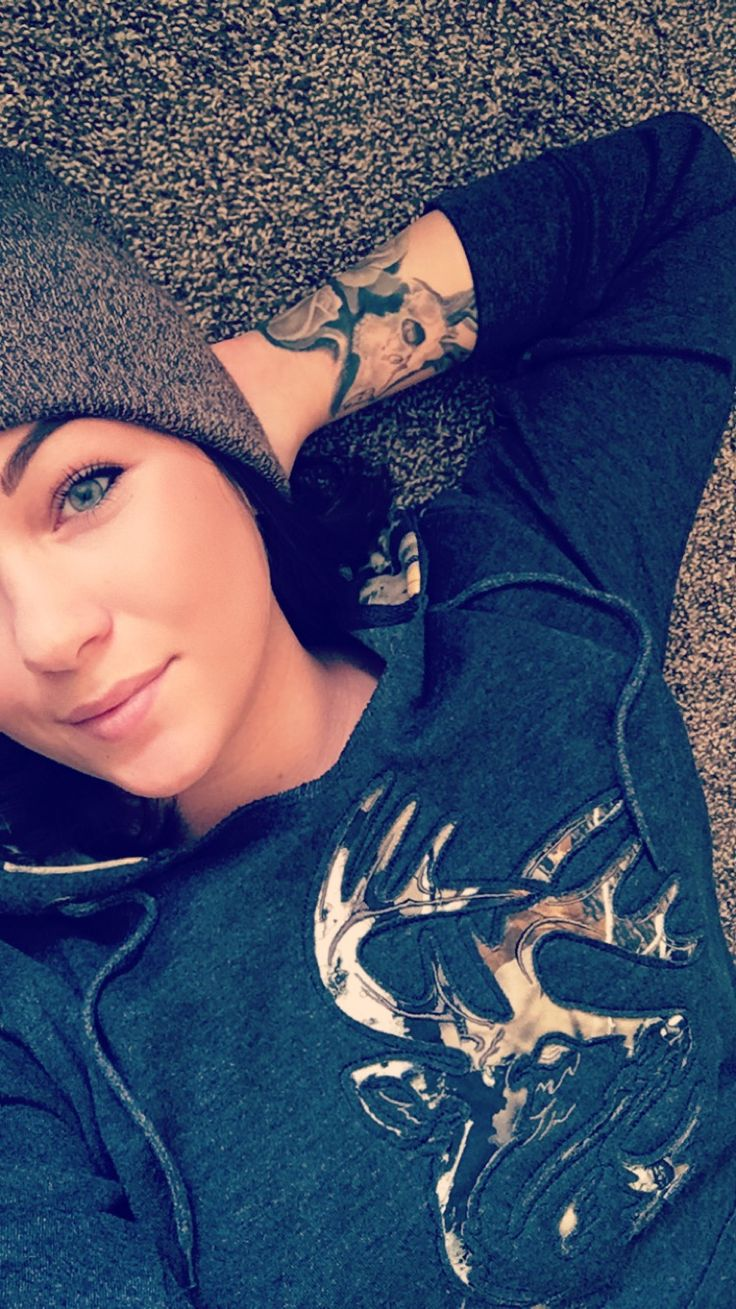 @rbalogh93 (Instagram) making a lazy day Legendary in her Legendary Whitetails Ladies Big Game Camo Outfitter Hoodie