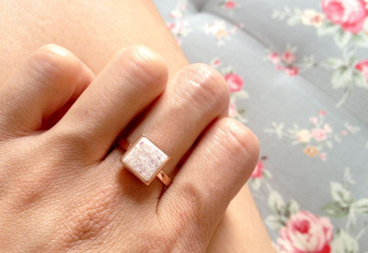 Gorgeous,natural white druzy ring,gemstone ring are bezel set in 925 sterling silver ringband.The design is simply but perfect for everyday and timeless. ******