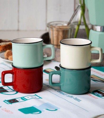 Illuminez vos matins ou vos pauses café avec ces tasses espresso rétro chic. Ces quatre coloris se mélangent parfaitement entre eux.