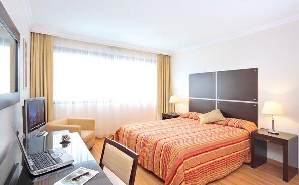 Park&Suites Elégance Genève Aéroport*** - Chambre double  #geneve #apparthotel #hotel #chambre http://www.parkandsuites.com/fr/apparthotel-geneve-aeroport