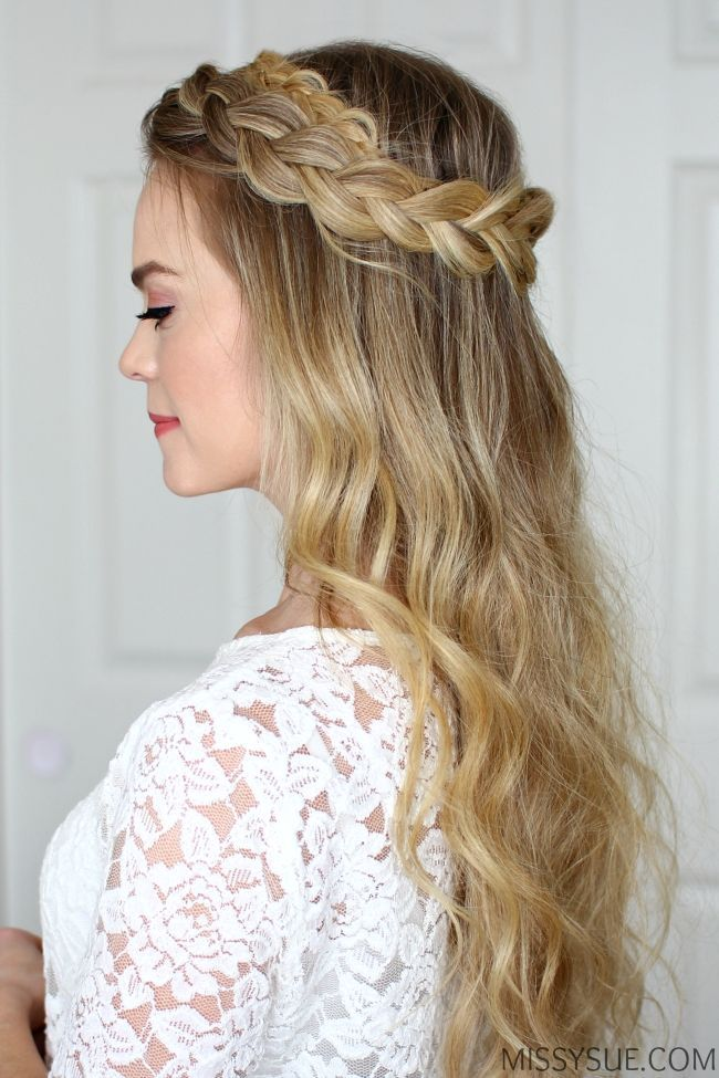 24 Latex Populer Trenzado Halo Hairstyle Latets 27 Populer Dutch Halo Braid Missy Sue In 2020 Braided Halo Hairstyle Dutch Braid Hairstyles Medium Hair Styles