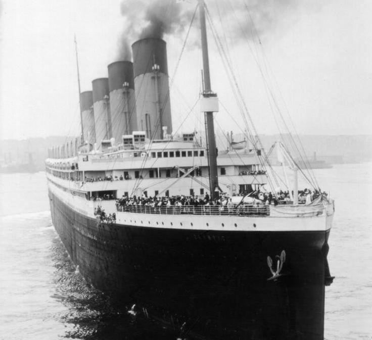 Titanic, 1912 - Titanic foi um navio de passageiros britânico que afundou no Oceano Atlântico Norte, em 15 de Abril de 1912 após colidir com um icebergue durante sua viagem inaugural de Southampton, Inglaterra, para Nova York.
