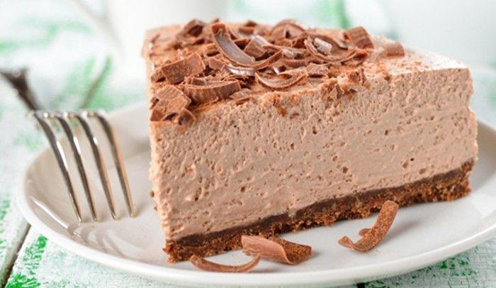 Pokud máte někdy chuť na sladký dezert a nechce se vám dlouho čekat, respektive péct, tento dort vám padne vhod.