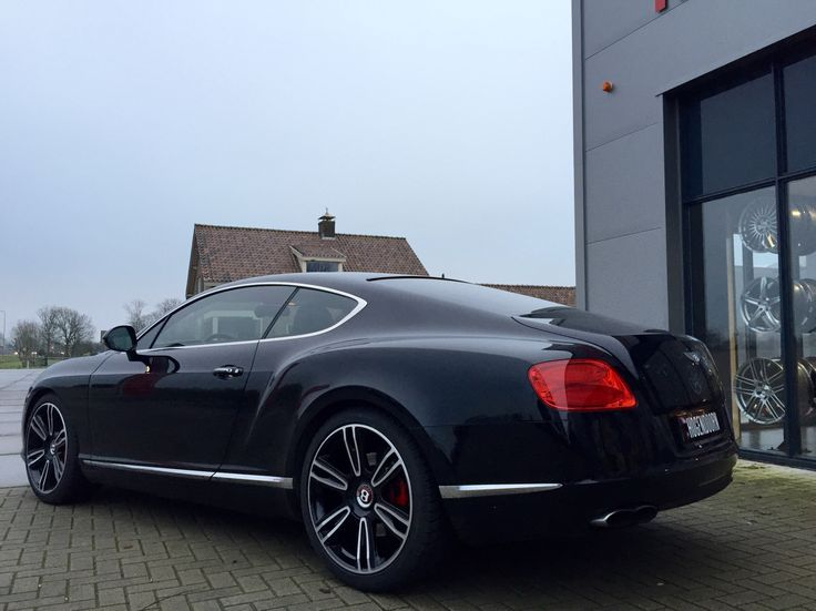 Bentley Continental GT including a set of H&R lowering chip & 15mm spacers on the rear axel. Mounted by myself. ;-)