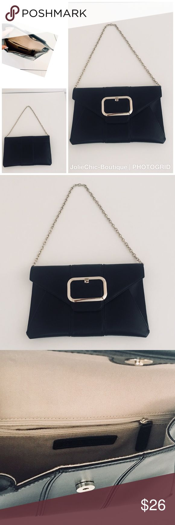 Banana Republic Leather Purse Versatile Banana Republic purse which can be worn as a Clutch, or use the chain strap to use as shoulder bag. Banana Republic Bags Shoulder Bags
