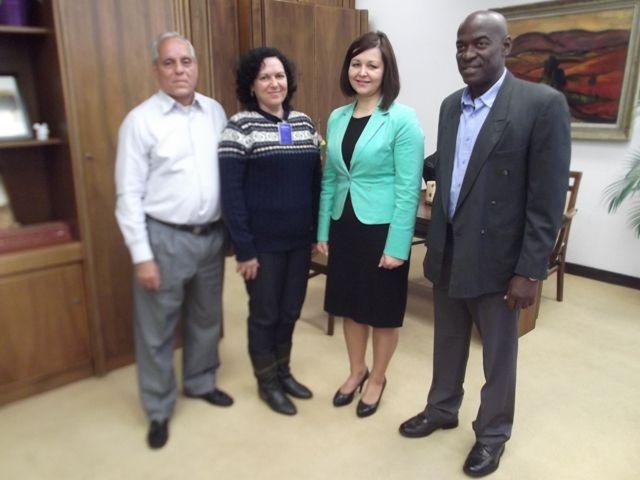Kubánski aktivisti na stretnutí s podpredsedníčkou NR SR Erikou Jurinovou, počas ich návštevy Slovenska.