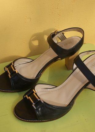Kup mój przedmiot na #vintedpl http://www.vinted.pl/damskie-obuwie/sandaly/10276285-czarne-eleganckie-sandalki