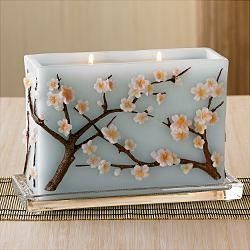 Beautiful decorative candle                                                                                                                                                                                 Mais