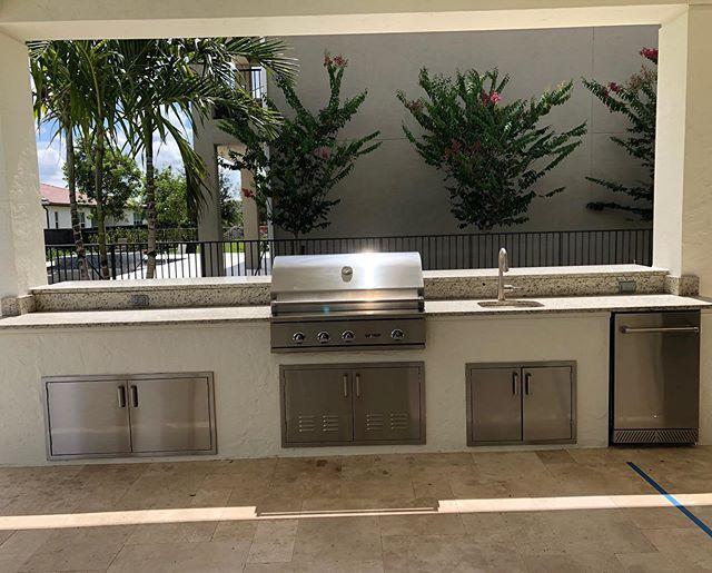 Custom Outdoor Kitchen With Delta Heat 38 Grill And Refrigerator Deltaheatgrills Outdoor Kitchen