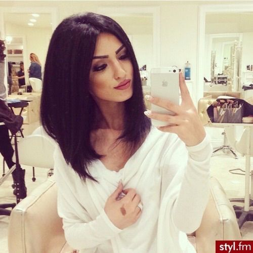 Image via We Heart It https://weheartit.com/entry/150894827/via/3620253 #beautiful #beautifulgirl #beautifulhair #blackhair #white #shortbob