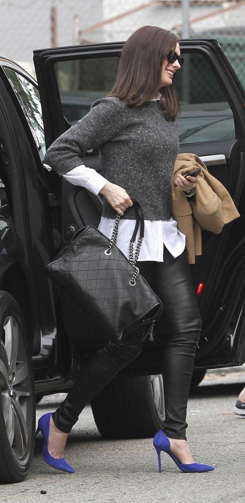Anne Hathaway The Intern set candids