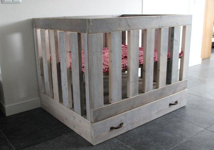Stoere box! Splintervrij steigerhout! Kom langs in Geldrop. Stoer en op maat! In diverse kleuren! Kinderkamers, babykamers en meer! Ook voor tweelingen, drielingen en meer! Babykamer. Nursery. Babybox.