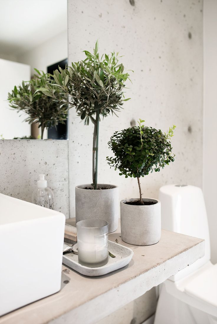Potted herb trees//Bulles et mosaïques – La touche d'Agathe – salles de bain, bathroom, bath, bain, shower, sink, lavabos, towel, serviettes, vanity, galets -
