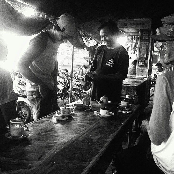 Sight Seeing Warung Kopi Ambulu Jember at Morning Day  #world #coffee #kofie #kopi #warung #addict #cafein #ambulu #jember #papuma #payangan #ngopi_sik_ben_mbois #jawatimur #indonesia #kopi_1500_rupiah #mantap #makpik #prapatan