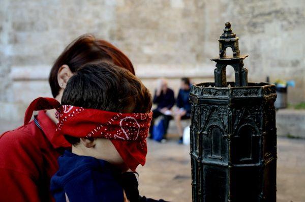 http://elpachinko.com/escapadas-por-espana/valencia-con-ninos-que-ver-y-hacer/  Diez planes para disfrutar de Valencia con niños (1ª parte)