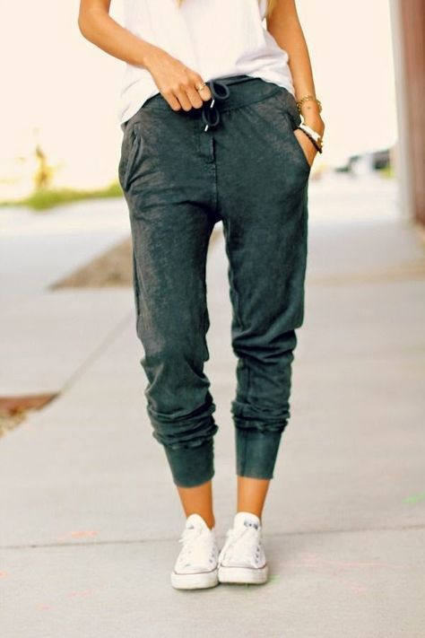What to Wear: 6 Cozy Night In Outfits {comfortable fashion, casual style, joggers, chucks, converse}