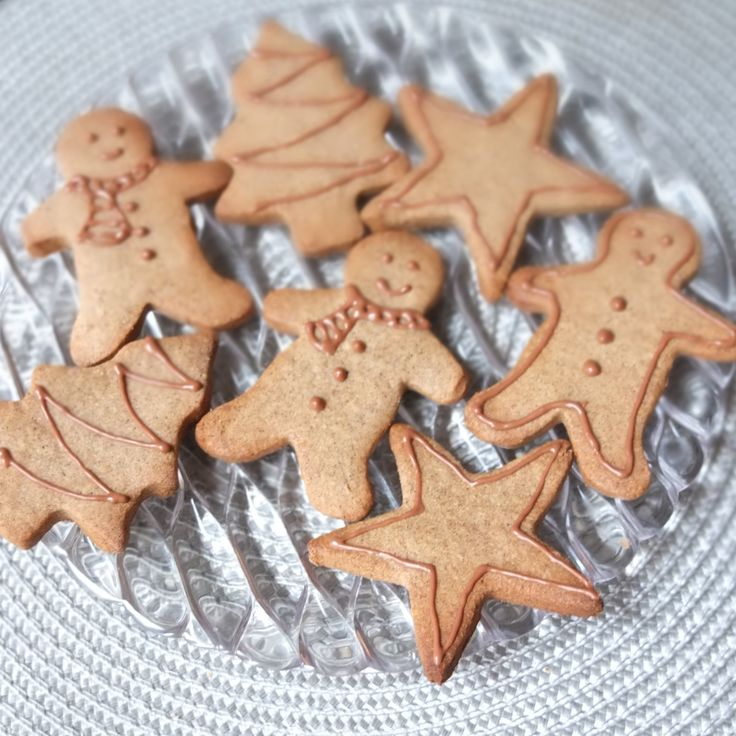 Healthier spiced Christmas biscuits - #glutenfree #buckwheatflour #maplesyrup refined #sugarfree #healthier #recipe lili's cakes