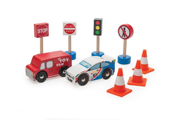Le Toy Van Road Set
