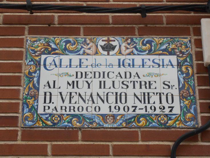 Mosaico en homenaje a un antiguo párroco